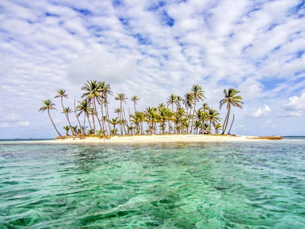 Top 10 Clear Water Beaches - Isla Diablo, Guna Yala, Panama